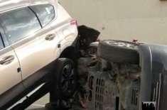 سعودی خاتون کی بدحواسی نے تین گاڑیوں کا نقصان کرا دیا