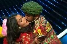 زبردستی بوسہ دینے کی ویڈیو شیئر کرنے پر بھارتی شو تنقید کی زد میں