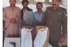 حجرہ شاہ مقیم میں پولیس کی کارروائی، دو ملزمان سے بھاری مقدار میں شراب ..