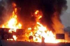 کراچی سے پنجگور جانے والی مسافر بس اور ٹینکر میں تصادم، 27 افراد جاں ..