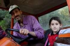 غریب باپ نے قرضہ لے کر بیٹی کیلئے سڑک بنوا ڈالی