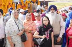 سکھ یاتریوں کی گوردوارہ ڈیرہ صاحب کرتاپور روانگی