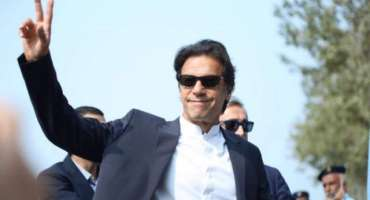 وزیراعظم عمران خان نے طلباء کا دل جیت لیا، طلباء کی نعرے بازی پر انکا ..