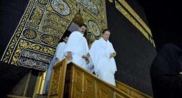 پاکستانی عوام وزیراعظم عمران خان کو حرم میں دیکھ کر پرجوش ہو گئی