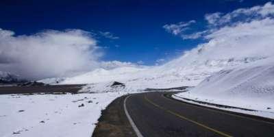 ضلع لوئر کوہستان میں برف باری کی وجہ سے شاہراہ قراقرم بند