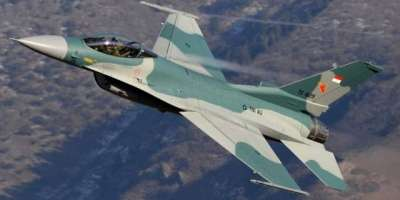 انڈونیشیا میں جنگی طیارے سحری کیلئے جگانے کا کام سرانجام دیتے ہیں
