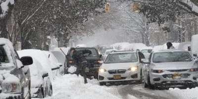 شمالی جاپان میں شدید برف باری اور سمندر میں طغیانی