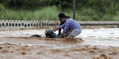 بھارت میں مون سون کی بارشوں سے اڑتیس افراد ہلاک
