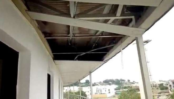 کراچی ،بارش سے نیشنل سٹیڈیم کی نئی چھتیں برباد