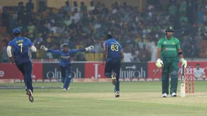 پاکستانی بلے بازوں نے سری لنکا کیخلاف پوری سیریز میں محض 3 چھکے لگائے