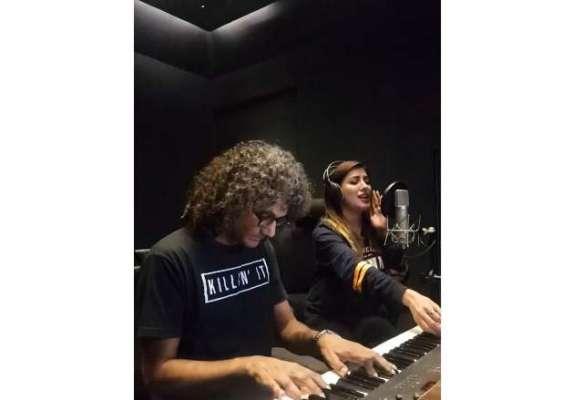 مہوش حیات نے اپنی انگریزی میں گاناگاتے ہوئے ویڈیووائرل کر دی