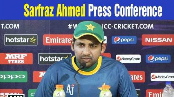 سرفراز احمد کا شر انگیزی پھیلانے کی کوشش کرنے والے صحافی کو منہ توڑ ..