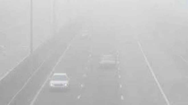 پنجاب اور سندھ کے میدانی علاقوں میں سردی بڑھنے سے دھند میں اضافہ ہوگیا