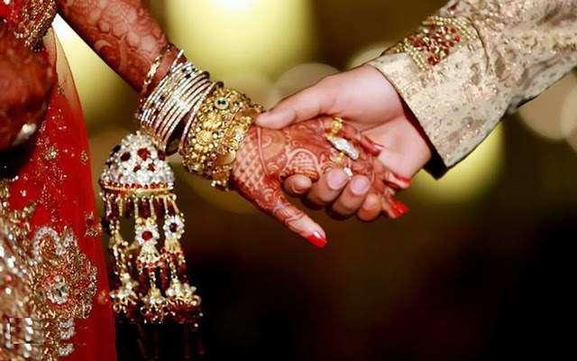 بھارت میں لڑکیوں کی کمی کے باعث ایک لڑکی کو کئی مردوں سے شادی کرنے پر ..