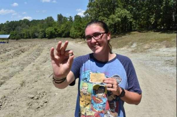 آرکنساس کے پارک سے خاتون کو 3.72 کیرٹ  کا پیلا ہیرا مل گیا