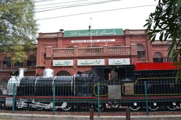 ریلوے میں بڑھتے ہوئے خسارے کو کم کرنے کیلئے کفایت شعاری مہم شروع کر ..
