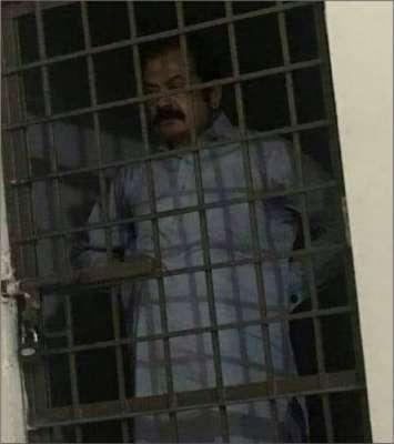 اے این ایف اہلکاروں نے رانا ء ثناء اللہ کو حوالات میں کھڑے ہوکر تصویر ..