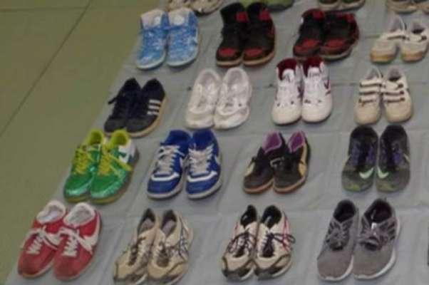 جوتے سونگھ کر جنسی لطف اٹھانے  والے شخص کو 70 جوڑے جوتے چرانے  پر گرفتار ..