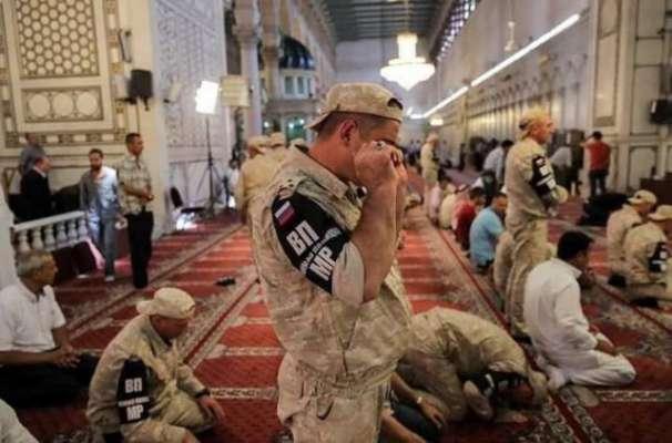 دمشق،روضہ زینبی میں مسلمان روسی فوجیوں کی نماز ادائیگی