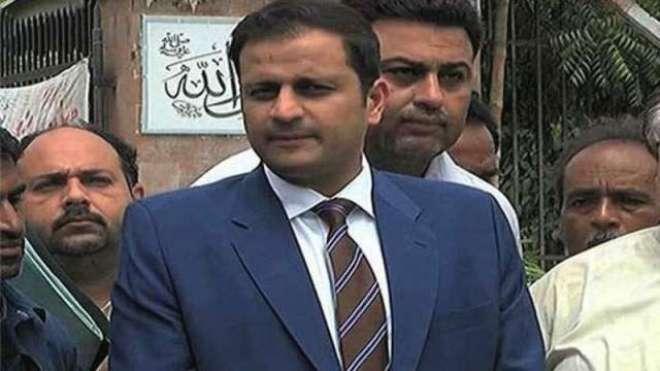 عمران خان پر تنقید کرنے والے خود تنقید کا نشانہ بن گئے
