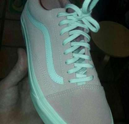 سرمئی اور سبز یا گلابی اور سفید؟ جوتے کے رنگ کے بصری واہمے نے سب کو حیران ..