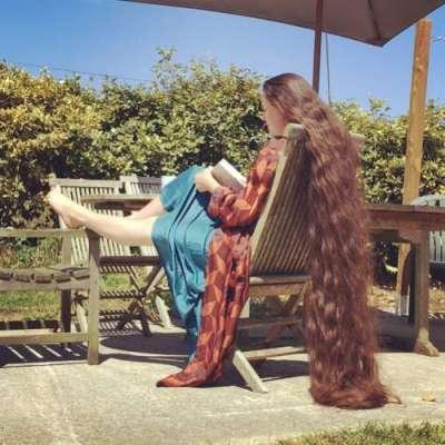 برطانوی خاتون نے 20 سال سے اپنے سر کے بال نہیں دھوئے