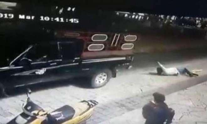 وعدے پورے کیوں نہیں کیے،عوام نے میئر کو گاڑی کے پیچھے باندھ کر گھسیٹا