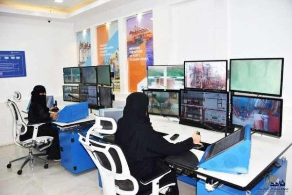 سعودی خواتین اب کرین بھی آپریٹ کرنے لگی ہیں