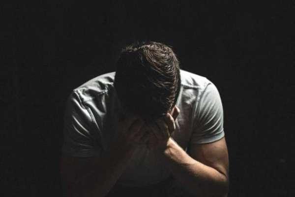نوجوان نے ایک لاکھ ڈالر کی شرط جیتنے کے لیے 20 دن مکمل تنہائی اور گہری ..