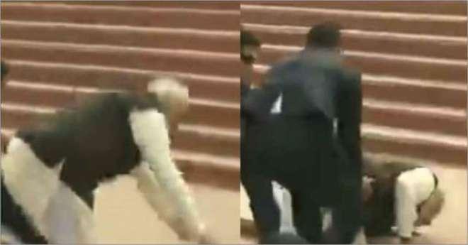 بھارتی وزیر اعظم نریندر مودی منہ کے بل گر پڑے