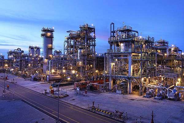 پاکستان اور متحدہ عرب امارات کے درمیان 3 ارب ڈالرز ادھار تیل کی فراہمی ..