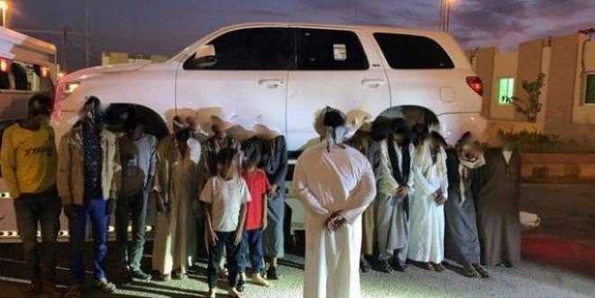 انسانی اسمگلر کی کمال ہوشیاری، ایک ہی گاڑی میں چھُپائے 16 افراد
