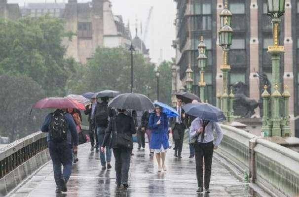 برطانیہ میں تیز بارشوں سے جنوبی علاقے زیر آب آ گئے
