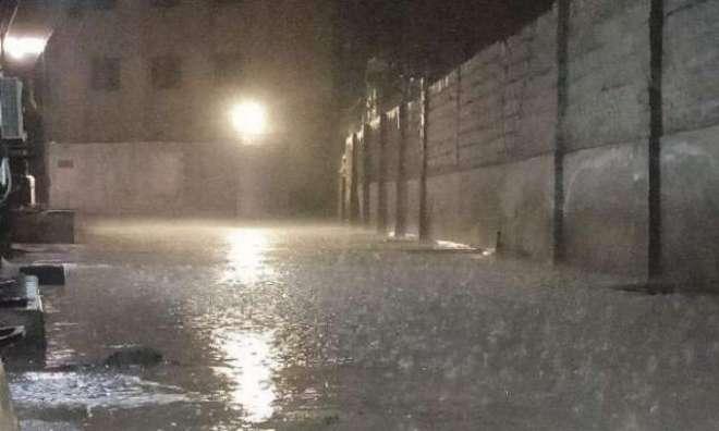 آئندہ چار روز کے دوران لاہور سمیت ملک کے بیشتر علاقوں میں بارش کا امکان