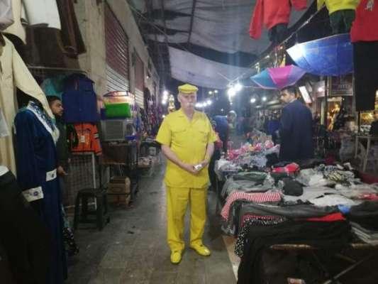 حَلب کا شہری گزشتہ 35 سالوں سے صرف پیلے کپڑے پہن رہا ہے