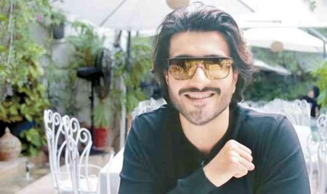 'خانی' کے ہیرو فیروز خان کی اہلیہ امید سے ، مداحوں کو خوشخبری سنا دی