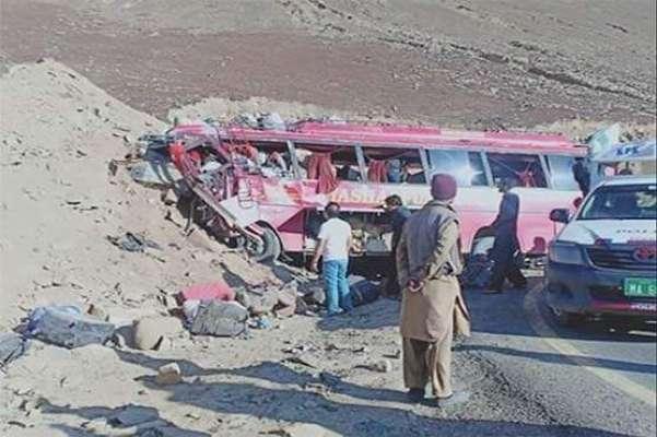 بابو سر کے پہاڑی علاقے میں حادثے کا شکار ہونے والی بس میں 10فوجی جوان ..
