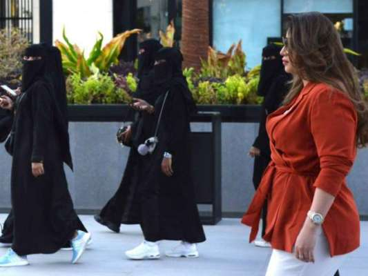 سعودی عرب، سیاحتی کمیٹی کا ٹورسٹ گائیڈز میں خواتین کو بھی شامل کرنے ..