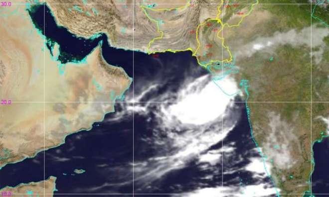 بحیرہ عرب میں اٹھنے والے سمندری طوفان 'وایو' نے راستہ بدل لیا