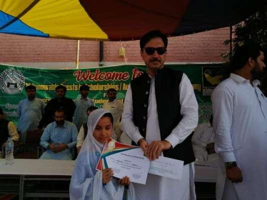 باڑہ، ضلع خیبر میں ضلعی انتظامیہ کی جانب سے طلباء میں پچاس لاکھ روپے ..