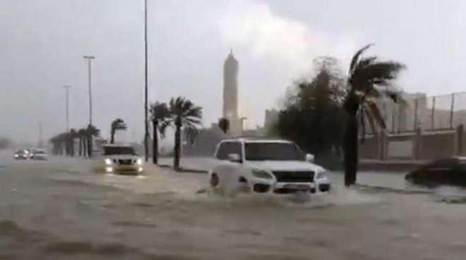 متحدہ عرب امارات میں طوفانی بارش نے سب کچھ درہم برہم کر دیا