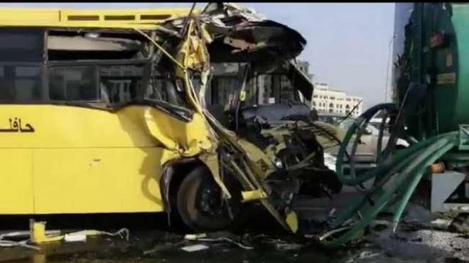دُبئی میں آج صبح سکول بس اور ٹینکر کے درمیان ٹکر، 15 بچے زخمی ہو گئے