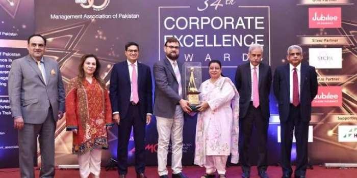 مینجمنٹ ایسوسی ایشن آف پاکستان (MAP) نے انسانیت کے لئے زندگی بھر اپنی خدمات وقف کرنے پر، سی ای او انڈس ہیلتھ نیٹ ورک، ڈاکٹر عبدالباری خان، ہلال امتیاز کو لائف ٹائم ایوارڈ سے نوازا ہے ڈاکٹر عبدالباری خان نے معاشرے کے غیر مراعات یافتہ مستحق لوگوں کو صحت کی معیاری دیکھ بھال کی خدمات فراہم کرنے سمیت ملک کے لئے مثالی مخیرانہ اور سماجی کام کیا ہے