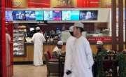 عمان میں کندھے اور گھُٹنے نہ ڈھانپنے والے مرد و خواتین کو تین ماہ کی ..