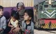 شوہر چلتی ٹرین پر بیوی کو طلاق دے کر تین بچوں کے ساتھ چھوڑ گیا