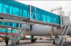 لاہور ایئرپورٹ پر طیارے سے منسلک بورڈنگ برج خراب، مسافر خوفزدہ