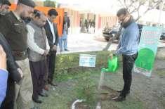 طلبا و طالبات اور شہری اپنے اپنے نام سے زیادہ سے زیادہ پودے لگانے اور ..