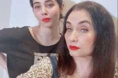 گلوکارہ سلمیٰ آغا کی بیٹی کو ریپ اور قتل کی دھمکیاں