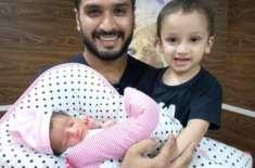معروف کرکٹر رومان رئیس کے گھر بیٹی کی ولادت