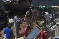 پاکستان رینجرزنے طیارہ حادثے کے بعد تباہ شدہ جہاز کے ملبے سے ملنے والا ..